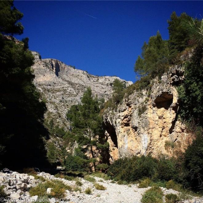 Pareja Natural Acantilados de Maro - Cerro Gordo (1)