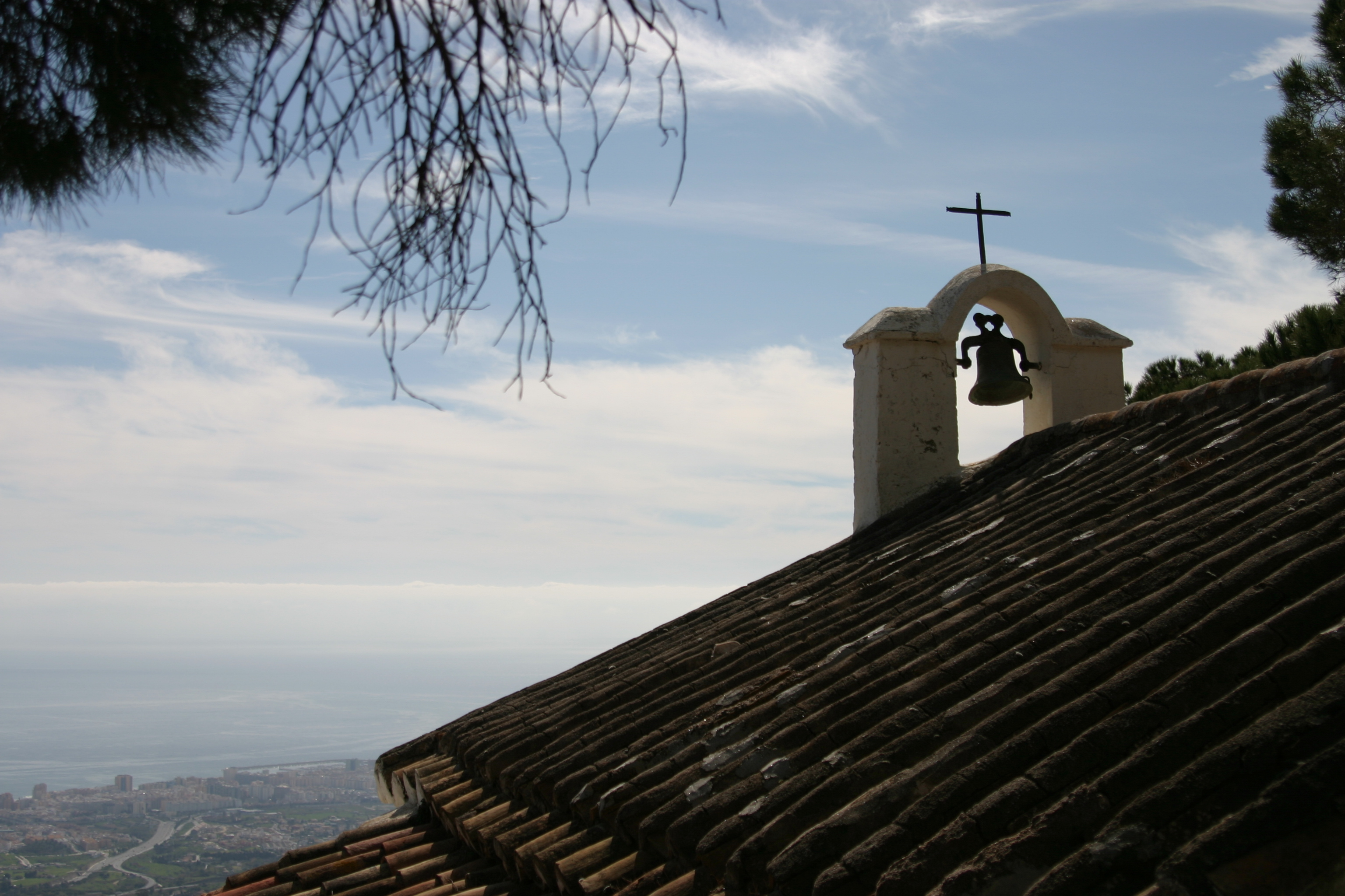 Ermita de calvairo above the A7 freeway and the tower blocks of Fuengirola, www.andrewforbes.com