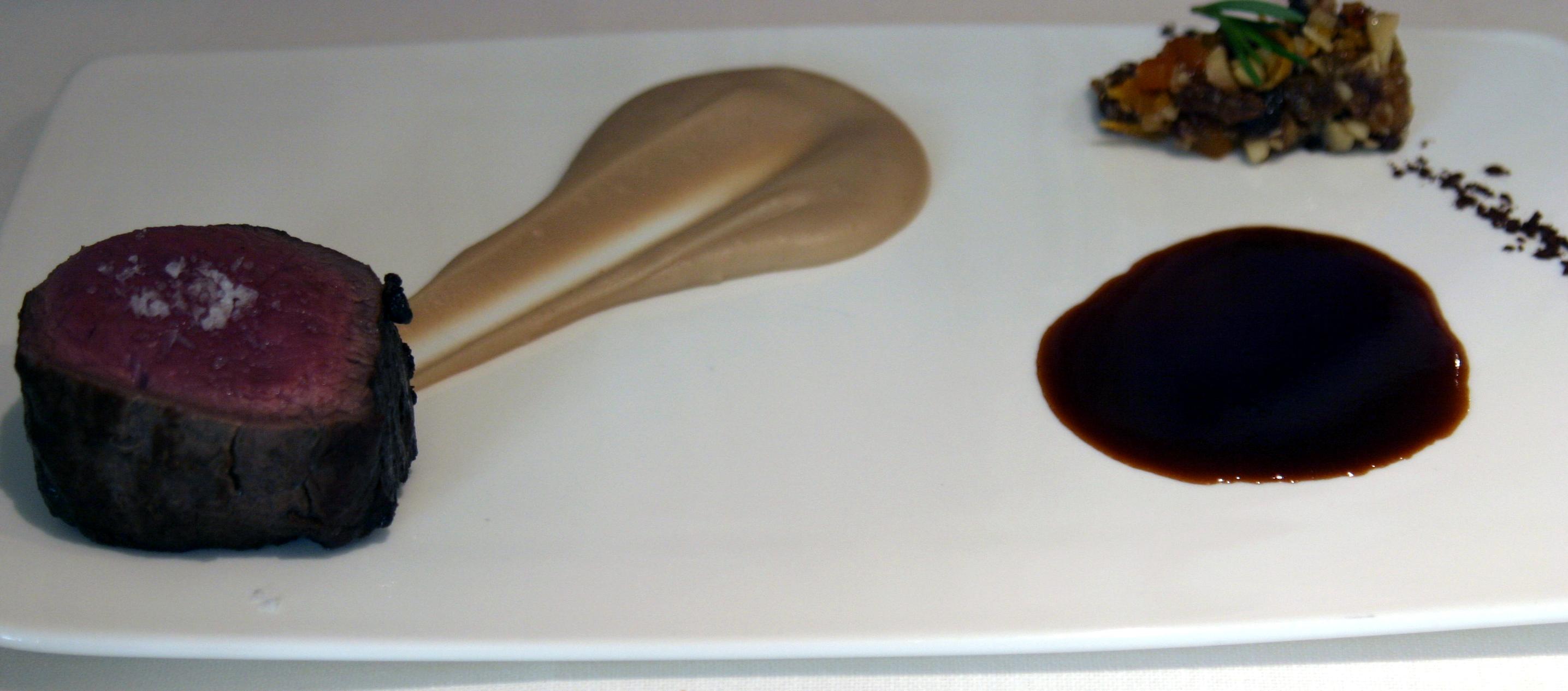 Lomo de ciervo con crema de castañas y meloso de frutos secos