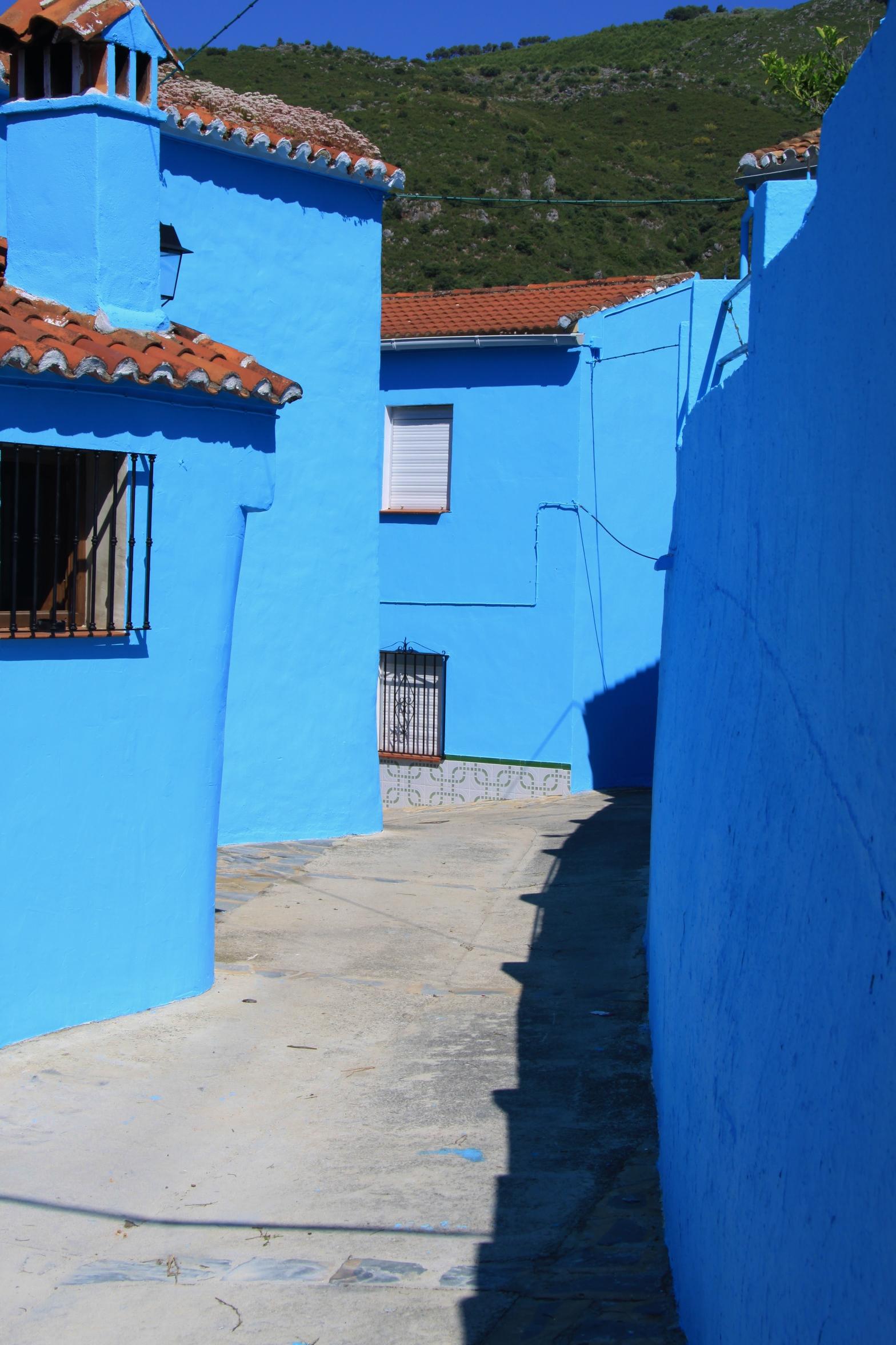 Juzcar - Smurf Village_passageway copyright www.andrewforbes.com 021