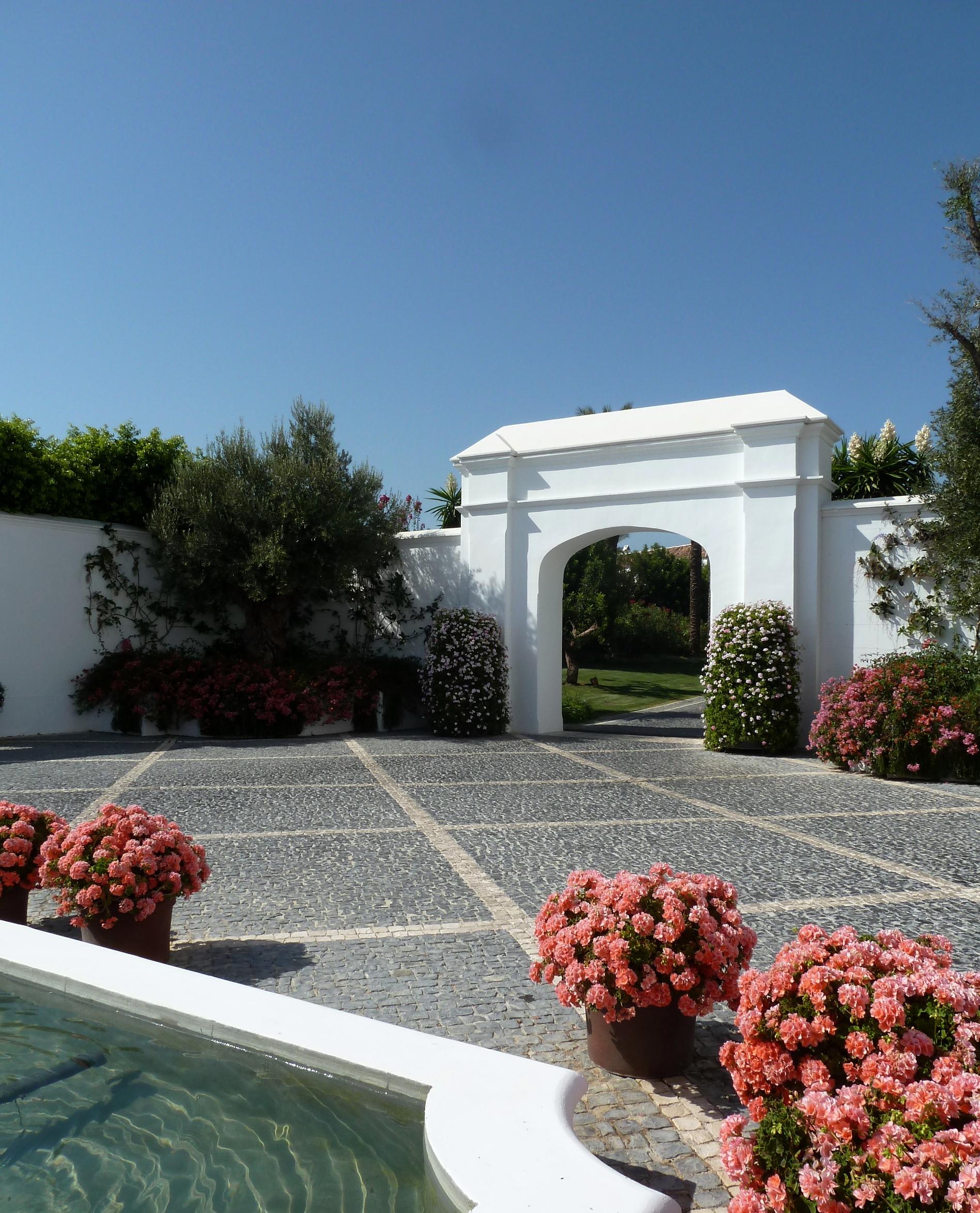 Forecourt_Hotel_Finca_Cortesin_Casares_copyright_www.andrewforbes.com