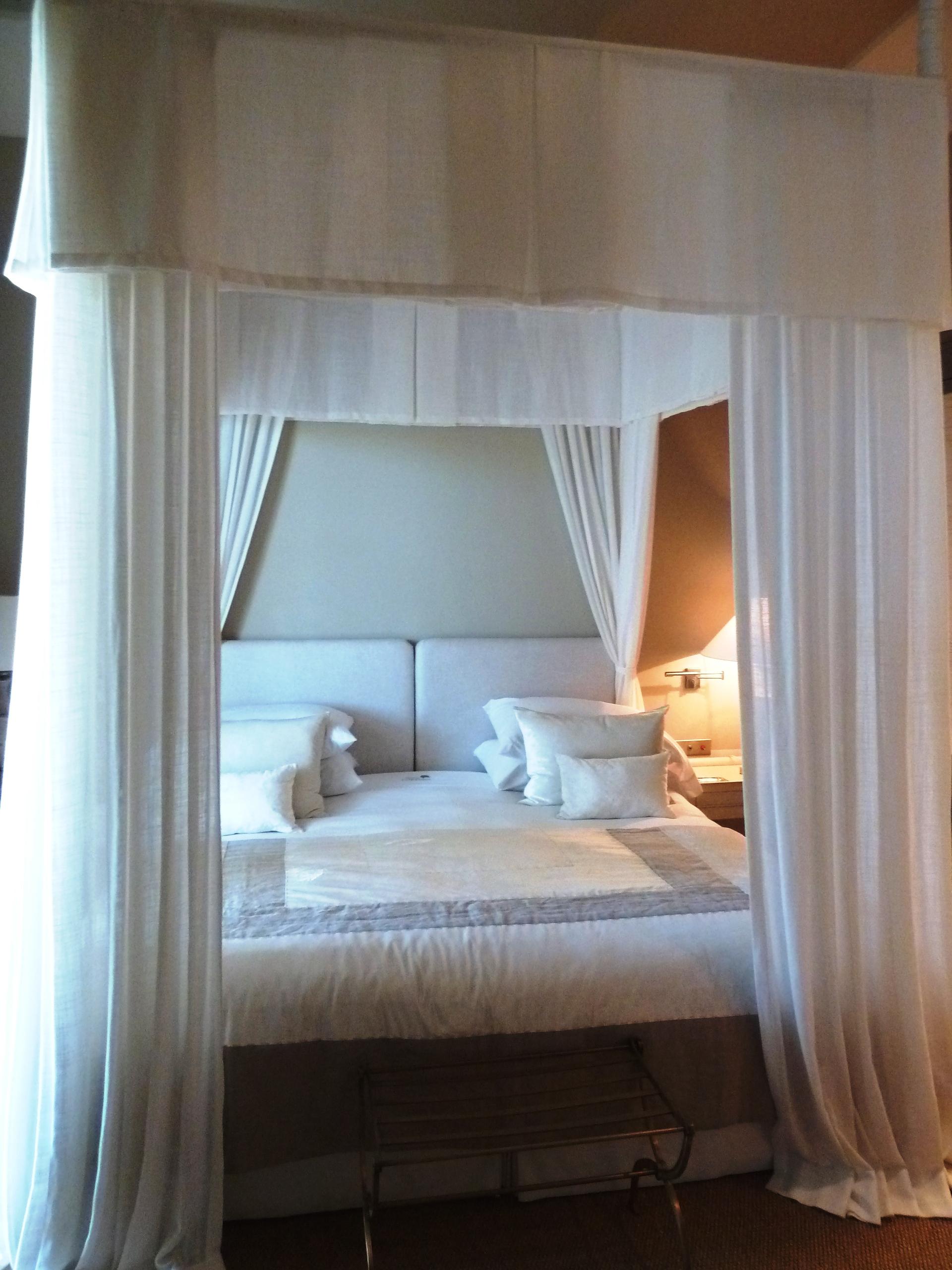 Bed_Exec_Suite_Hotel_Finca_Cortesin_Casares_copyright_www.andrewforbes.com