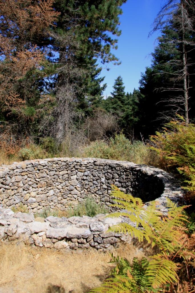 Sierra_de_las_nieves_natural_park_yunquera_hiking_senderismo_rutas_andrew_forbes_pozo_de_nieve_ice_store_19th_century