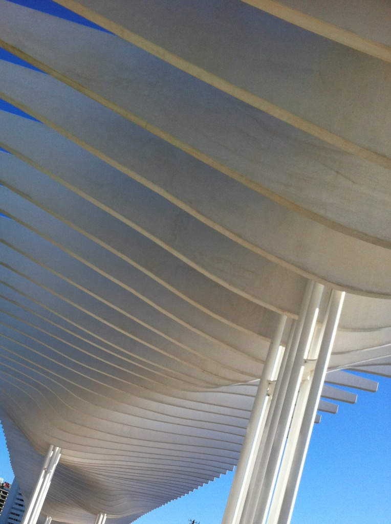 El_Palmeral_de_las_sorpresas_puerto_de_malaga_cruise_port_malaga_andalucia_Spain-pergola