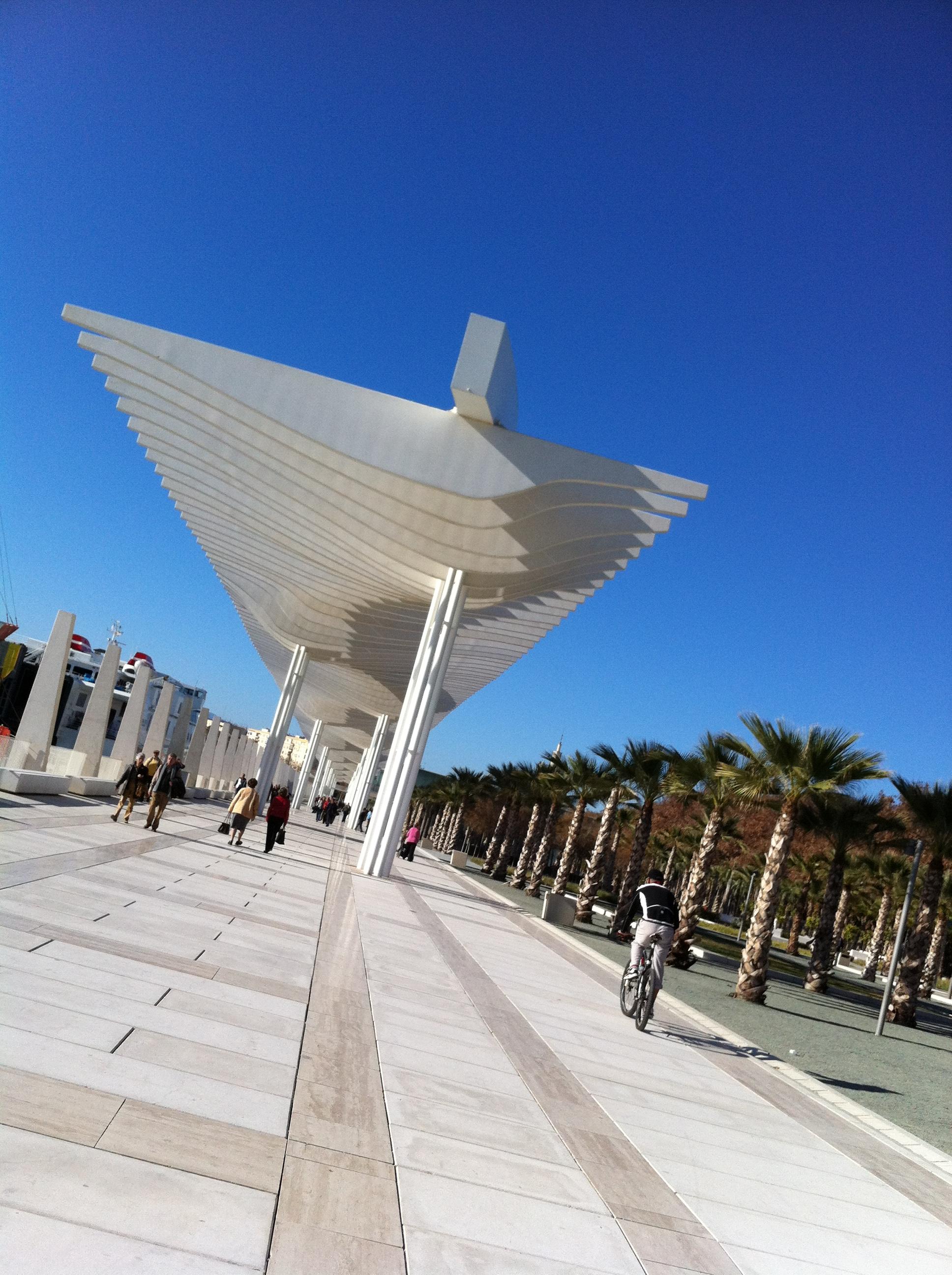 El_Palmeral_de_las_sorpresas_puerto_de_malaga_cruise_port_malaga_andalucia_Spain_sunday