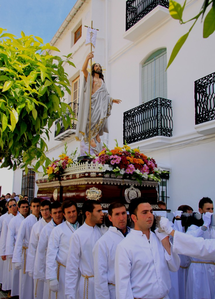 Semana santa tolox sierra de las nieves Easter Sunday parade penitants local men from village carrying the trono